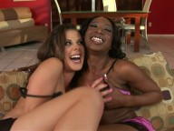 Vidéo porno mobile : Vanilla chocolate: the flavour of lesbian sex!